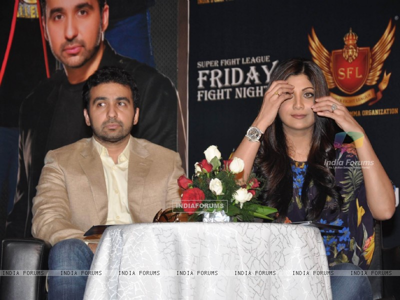 Shilpa Shetty with her husband Raj Kundra at SFL press meet (227632) size:800x600