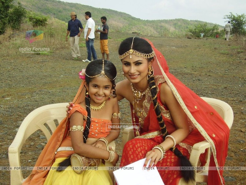 Anushka Sen and Mouni Roy (228105) size:800x600