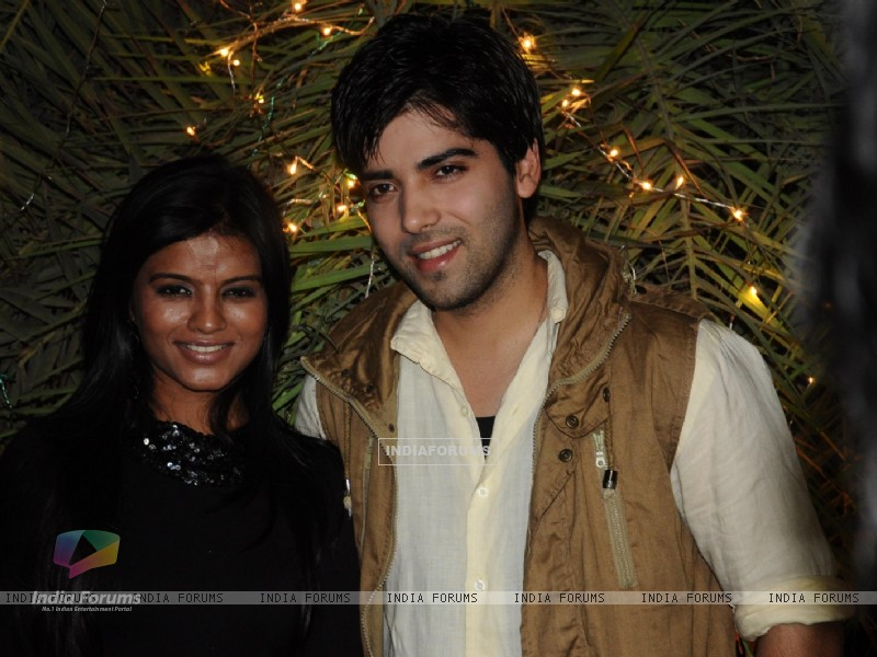Mitali Nag and Kinshuk Mahajan at 200 episodes completion of show Afsar Bitiya (229418) size:800x600