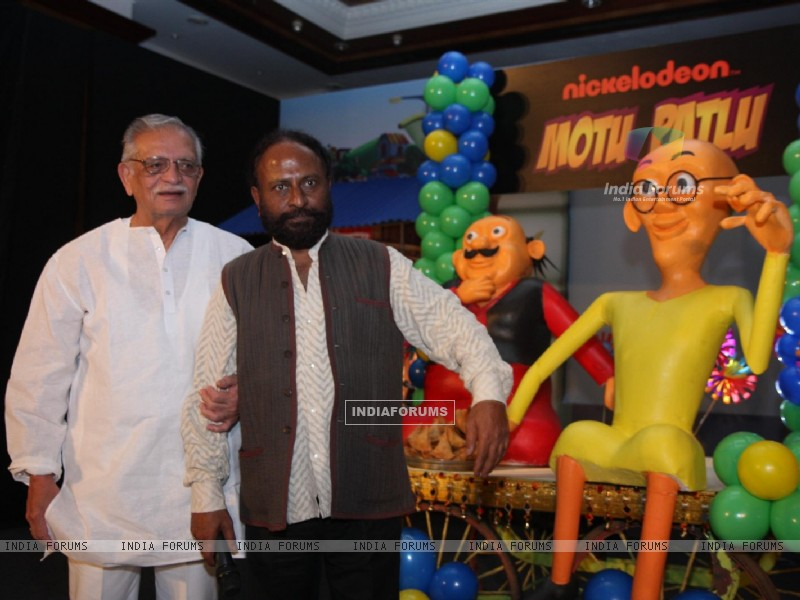 Gulzar and Ketan Mehta at the launch of the new Nickelodeon show �Motu Patlu�, at Hotel Taj Lands End, in Mumbai (229910) size:800x600