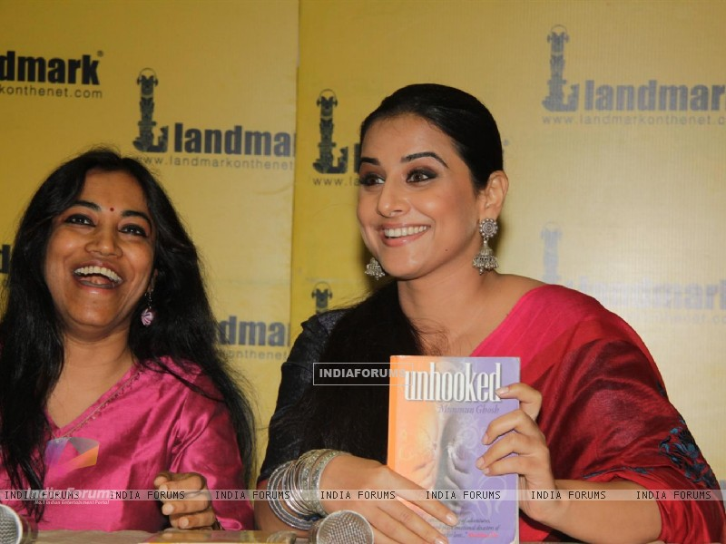 Vidya Balan at the launch of book Unhooked by author Munmun Ghosh (230470) size:800x600