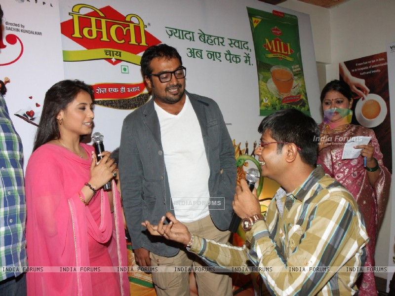 Bollywood actress Rani Mukherji with Director Anurag Kashyap promoting Aiyyaa with Chaha Poha (Tea and Maharashtrian Snack Poha) at Wagh Bakri Tea Lounge in Mumbai (230482) size:800x600