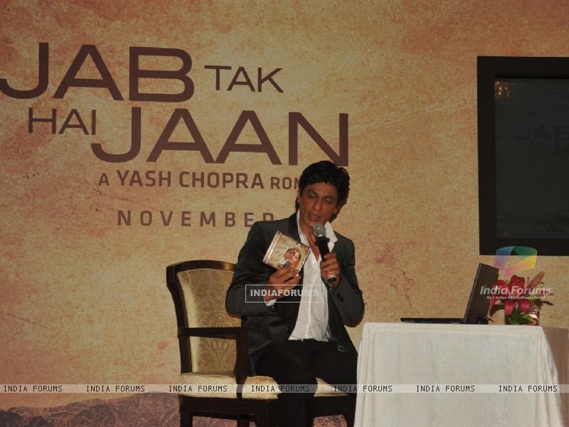 Shah Rukh Khan in video conferencing with Katrina Kaif launches song of film Jab Tak Hai Jaan (230961) size:800x600