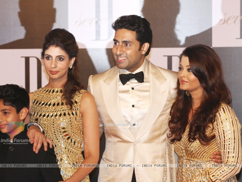 Shweta Nanda, Abhishek Bachchan and Aishwarya Rai at Amitabh Bachchan's 70th Birthday Party (231377) size:800x600