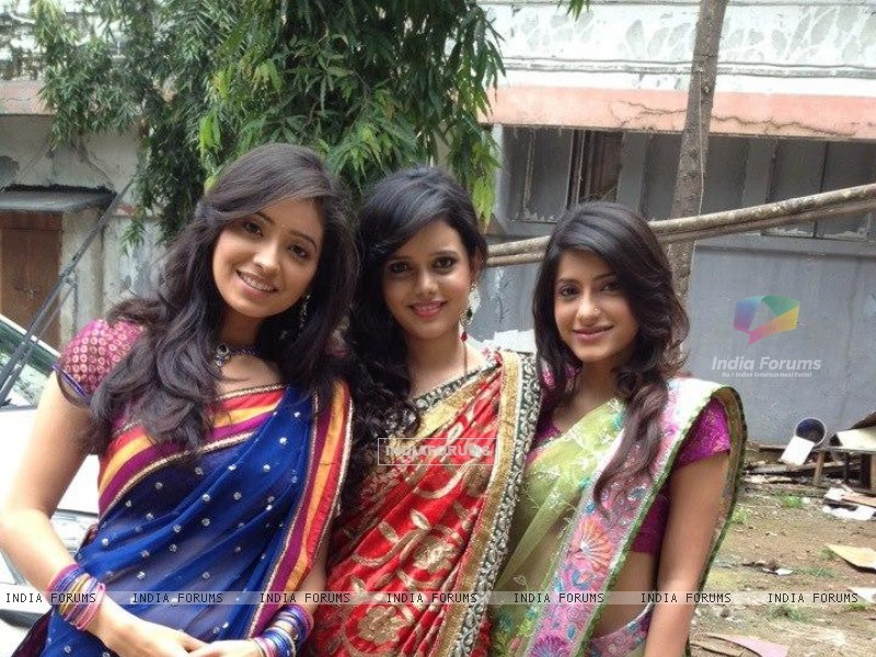 Asha, Shruti and Jia (231502) size:800x600