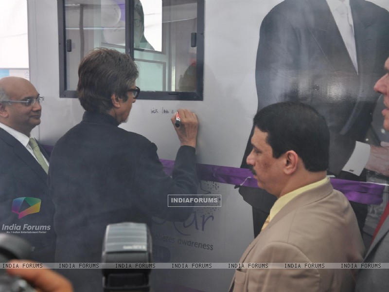 Amitabh Bachchan Launch Mobile Diabetes Van by Seven Hill Hospital (231587) size:800x600