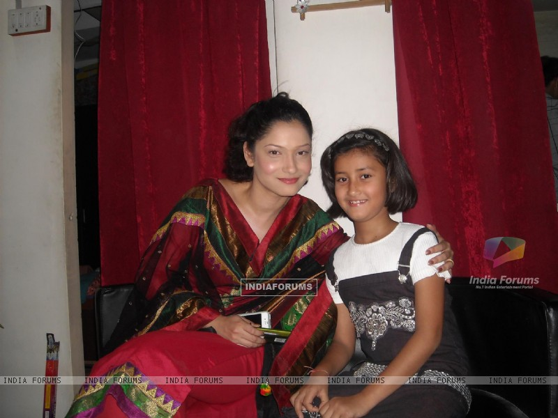 Ankita Lokhande with her family friend (232108) size:800x600