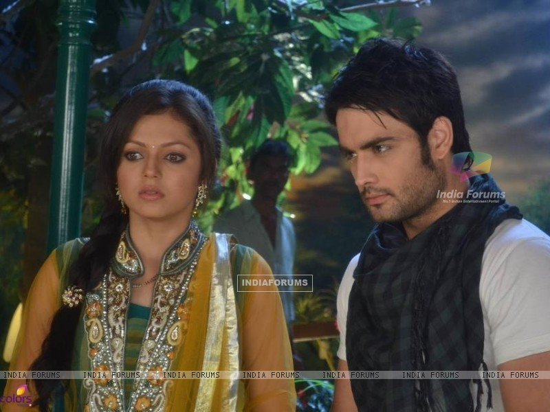 Vivian and Drashti (233443) size:800x600