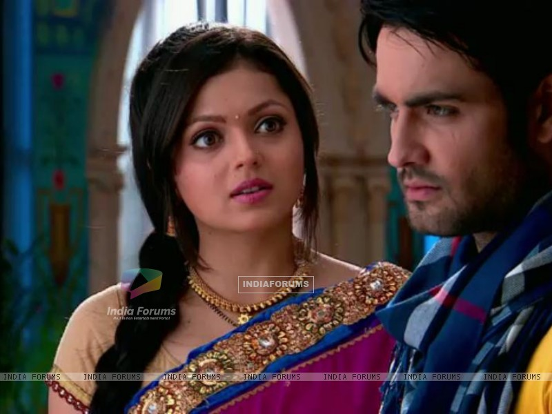Vivian and Drashti (233952) size:800x600