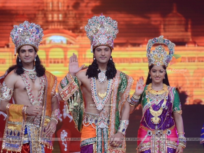Vishal Singh, Anas Rashid and Deepika Singh at the legend of Diwali with Star Parivaar (235819) size:800x600