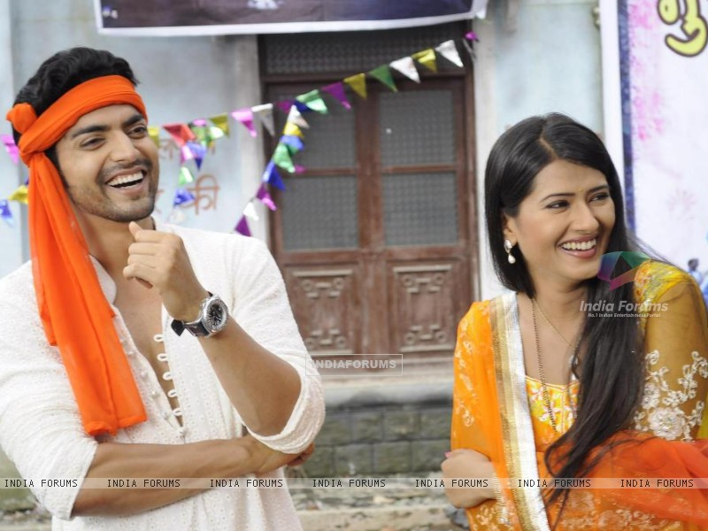 Gurmeet with Kratika (237520) size:800x600