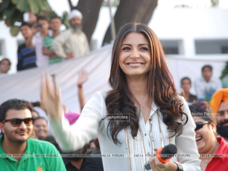 Anushka Sharma visit Jalandhar, Yash Chopra's hometown, to promote their film Jab Tak Hai Jaan (238205) size:800x600