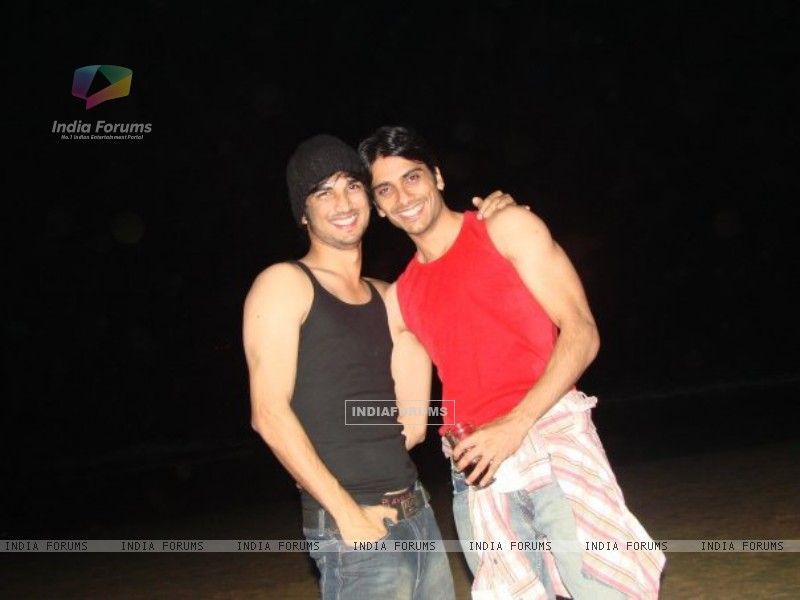 Sushant Rajput with his friend (238329) size:800x600