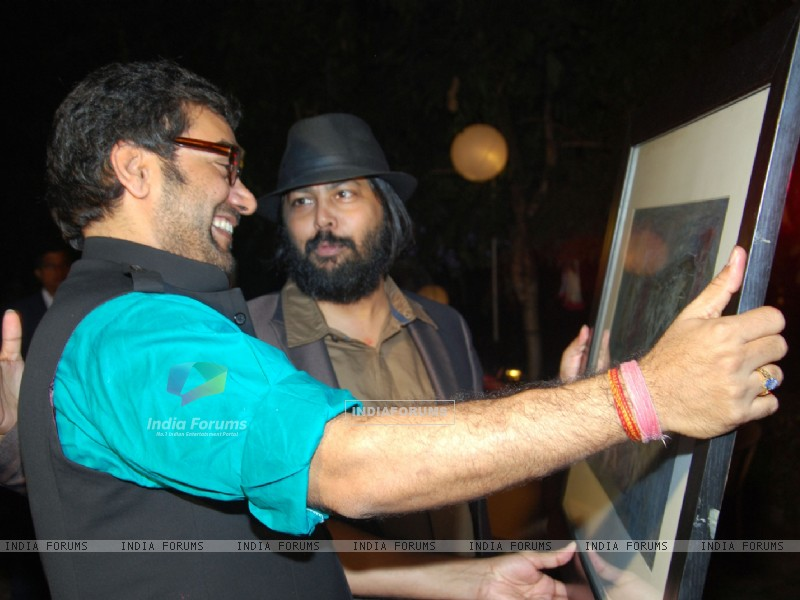 Surprise birthday party of Ashutosh Rana (238435) size:800x600
