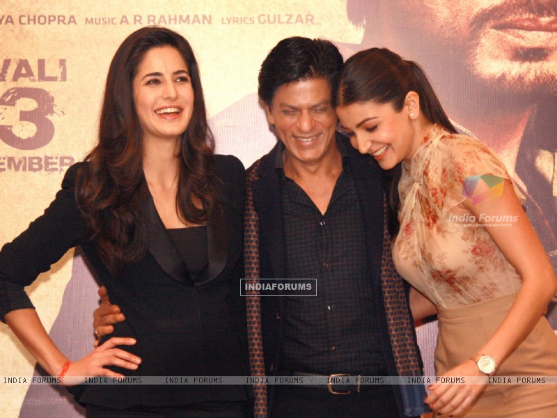 Shahrukh Khan, Katrina Kaif and Anushka Sharma at a press conference for the film Jab Tak Hai Jaan (238948) size:800x600