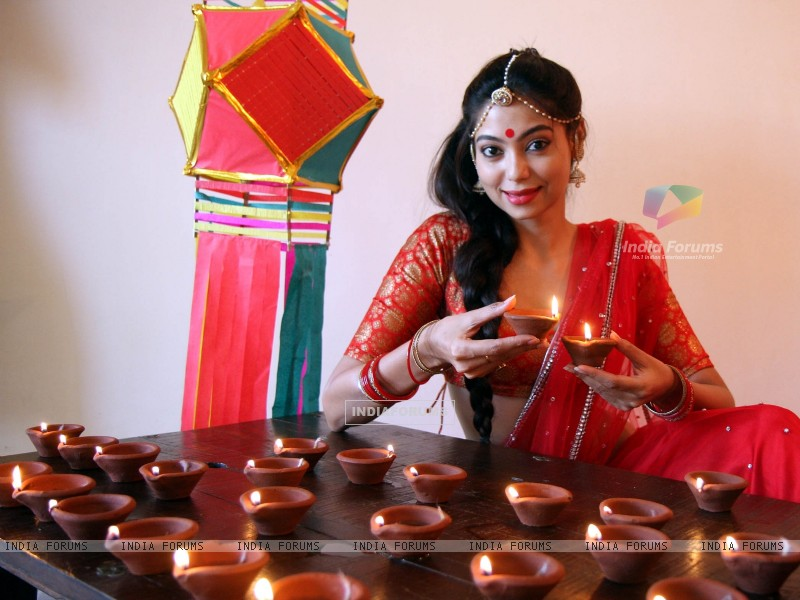 Anangsha Biswas special photo shoot of Diwali celebrations with fire crackers in Mumbai (239059) size:800x600