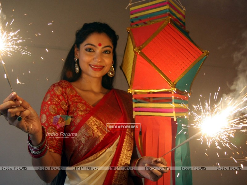 Anangsha Biswas special photo shoot of Diwali celebrations with fire crackers in Mumbai (239066) size:800x600