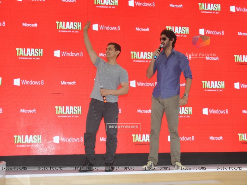 Aamir Khan and Gaurav Kapoor promotes film Talaash with Microsoft Windows 8 (239076) size:800x600