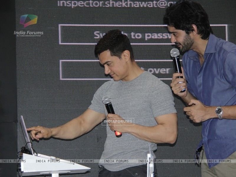Aamir Khan and Gaurav Kapoor promotes film Talaash with Microsoft Windows 8 (239088) size:800x600