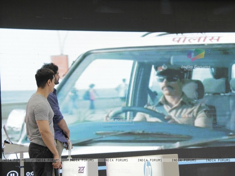 Aamir Khan promotes film Talaash with Microsoft Windows 8 (239089) size:800x600