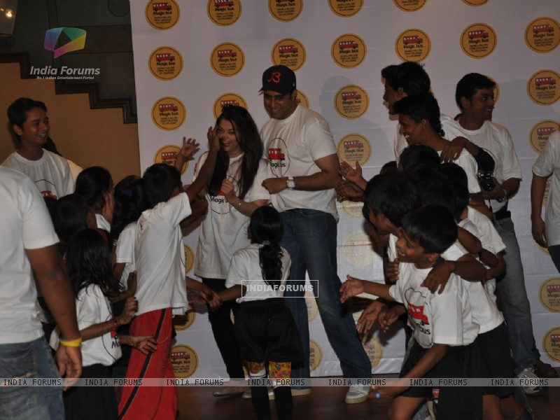 Abhishek, Aishwarya Bachchan At Magic Bus Event (239616) size:800x600