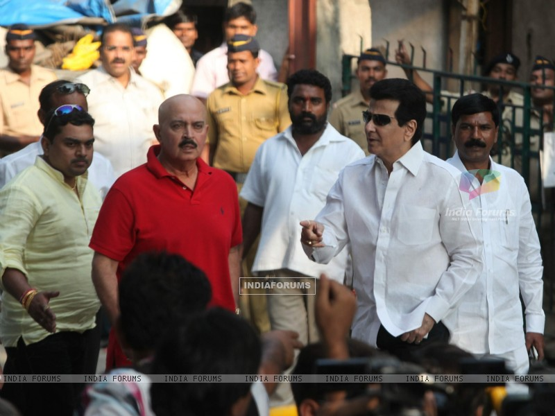 Rakesh Roshan and Jeetendra visit 'Matoshree' to see ailing Bal Saheb Thackeray (239833) size:800x600
