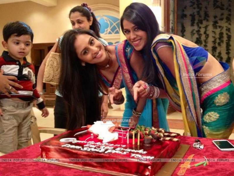 Nia & Krystle celebrate 300 episodes of their show (241143) size:800x600