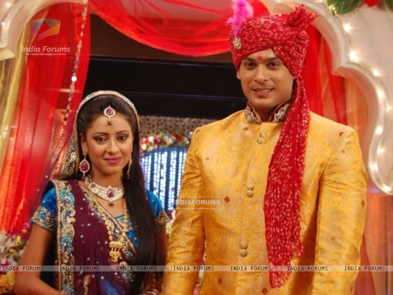 Pratyusha Banerjee as Anandi and Siddharth Shukla as Shiv in Balika Vadhu (242681) size:800x600