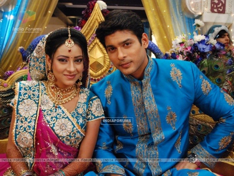 Shiv and Anandi at their Sangeet Ceremony in Balika Vadhu (242933) size:800x600