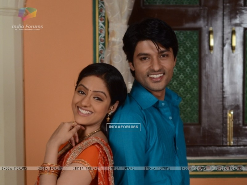 Anas Rashid and Deepika Singh as Sooraj and Sandhya in Diya Aur Baati Hum (244248) size:800x600