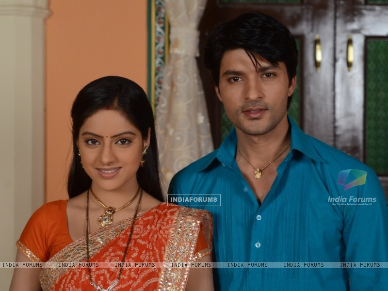 Anas Rashid and Deepika Singh as Sooraj and Sandhya in Diya Aur Baati Hum (244249) size:800x600
