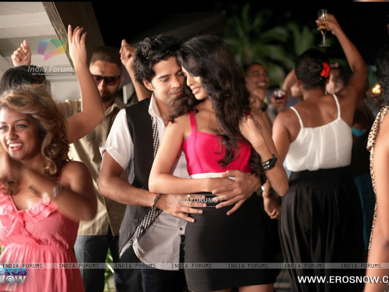 A still of Tena Desae with Rajeev Khandelwal from the movie Table No. 21 (247195) size:800x600