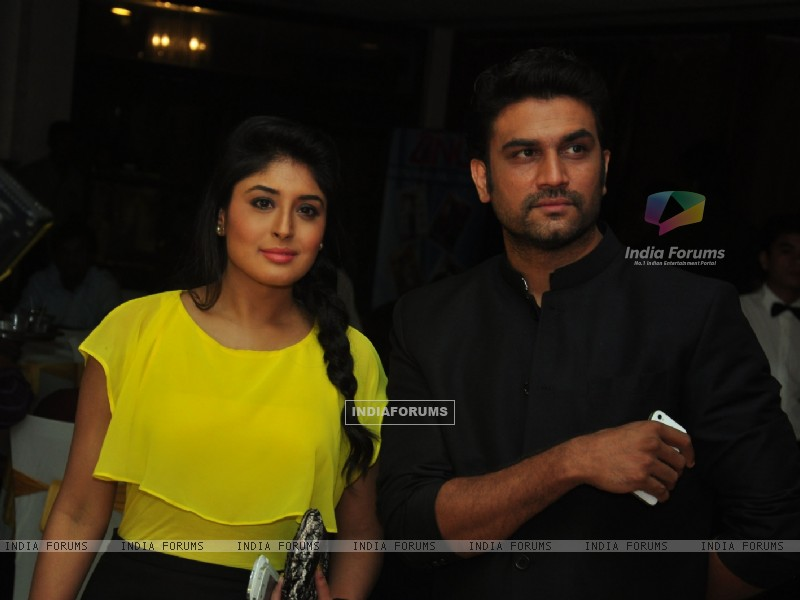 Kritika Kamra & Sharad Kelkar at the celebration of India Forums 9th Anniversary (248888) size:800x600