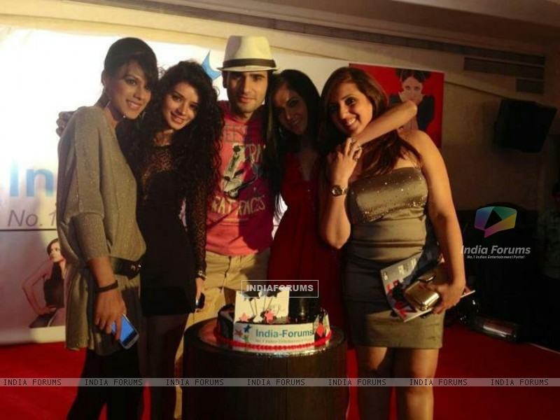 Nia Sharma, Karan Tacker, Sukriti Kandpal, Shilpa Anand at India Forums ninth anniversary Bash (249481) size:800x600