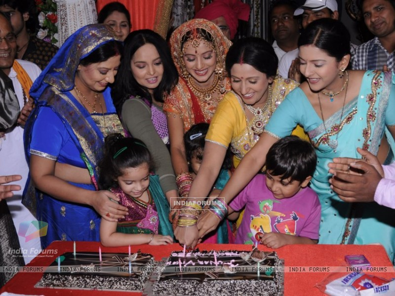 Punar Vivah team celebrates 250 episodes (259075) size:800x600