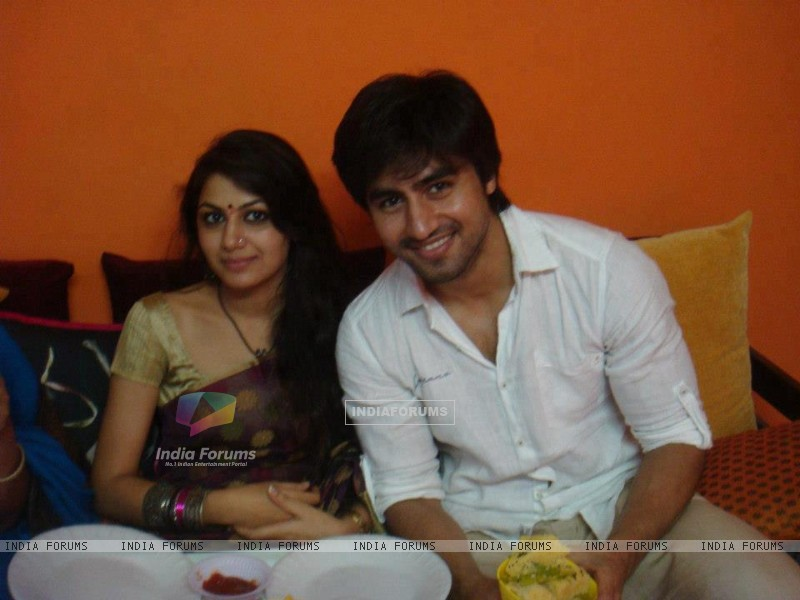 Harshad Chopda and Sriti Jha (271810) size:800x600