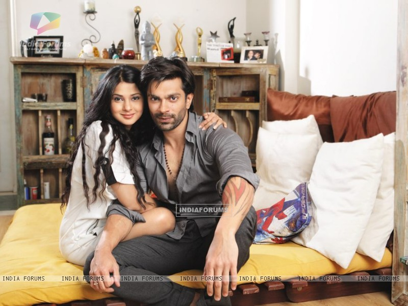 Karan & Jennifer at Home (271967) size:800x600