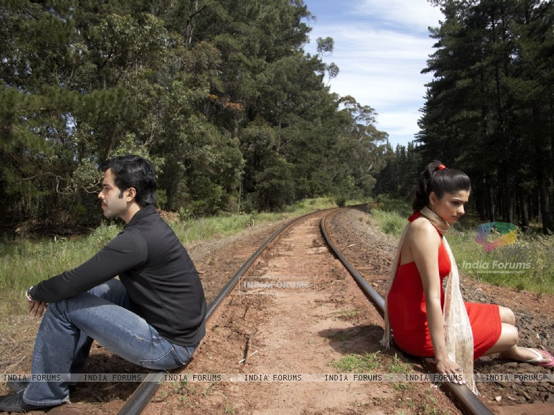 A still image of Tusshar and Prachi (31401) size:800x600