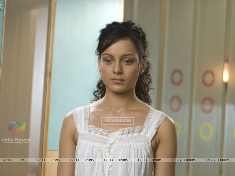 Kangna Ranaut looking depressed (31469) size:800x600