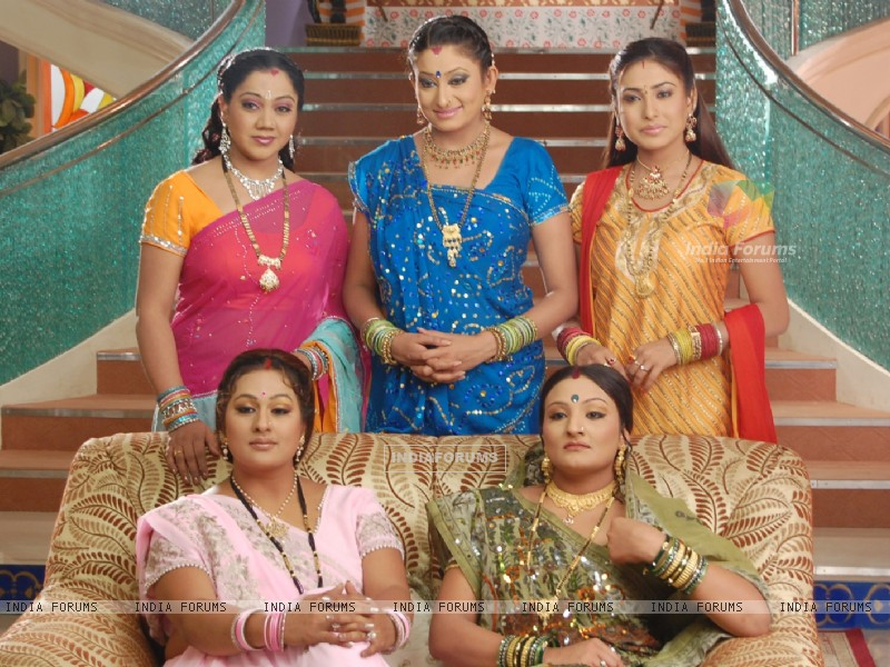 Manjula,Parul, Alpa, Jalpa and Rajeshwari looking happy (32788) size:800x600