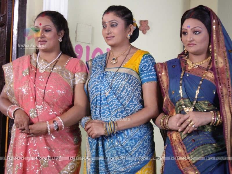 A still of Manjula, Parul and Alpa (32824) size:800x600