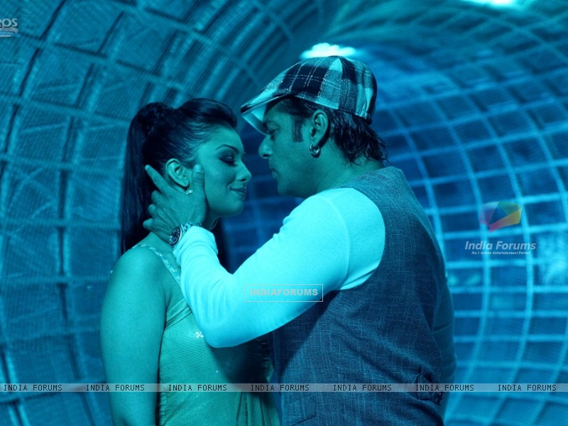 Lovable scene of Salman and Ayesha (36994) size:800x600