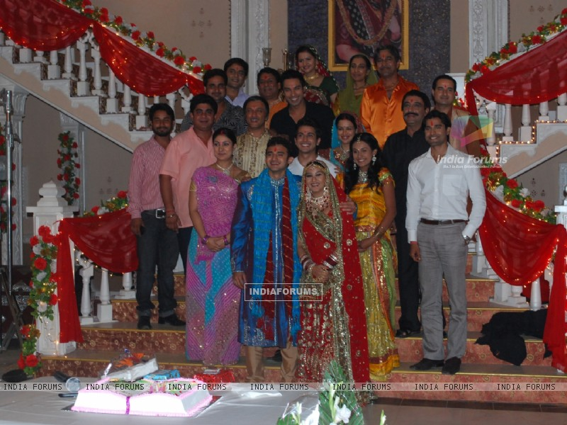Unit of Swarg pose for shutterbugs (37343) size:800x600