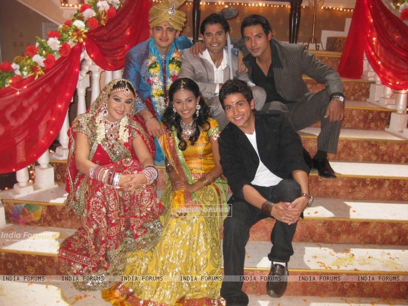 Romit and Shilpa with the three brothers, and Suhani.. (37346) size:800x600