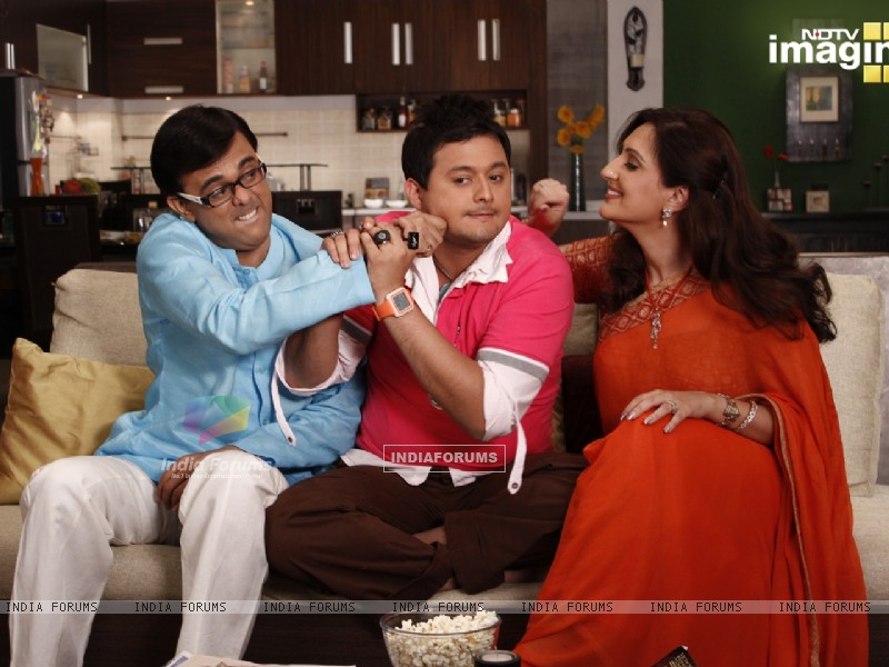 Radhika and Rajdeep doing joking with Kapil (37394) size:800x600