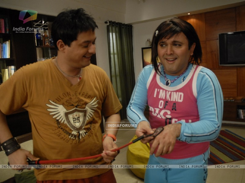 Still image of Kapil and Ali (37445) size:800x600