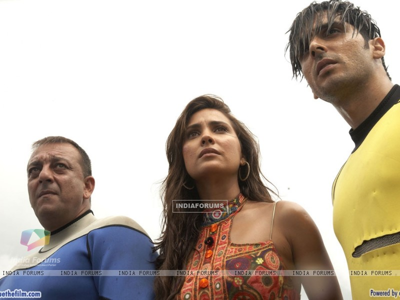 Lara Dutta with Sanjay Dutt and Zayed Khan (37809) size:800x600