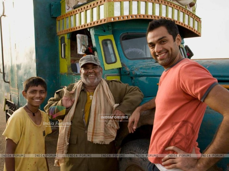 Abhay Deol and Satish Kaushik (38018) size:800x600