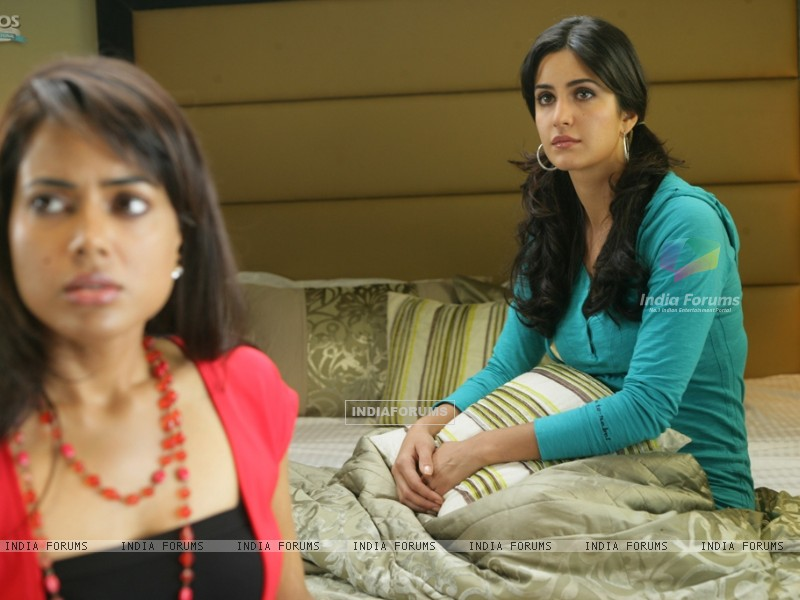 Katrina and Sameera looking confused (39243) size:800x600
