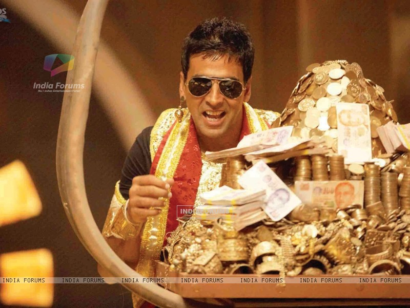 Akshay Kumar with lots of gold (40011) size:800x600